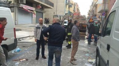 Barletta, esplosione per fuga di gas: un  morto e tre feriti   foto