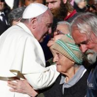 """Lo strappo di Francesco: """"Ai poveri i posti d'onore del concerto in Vaticano"""""""