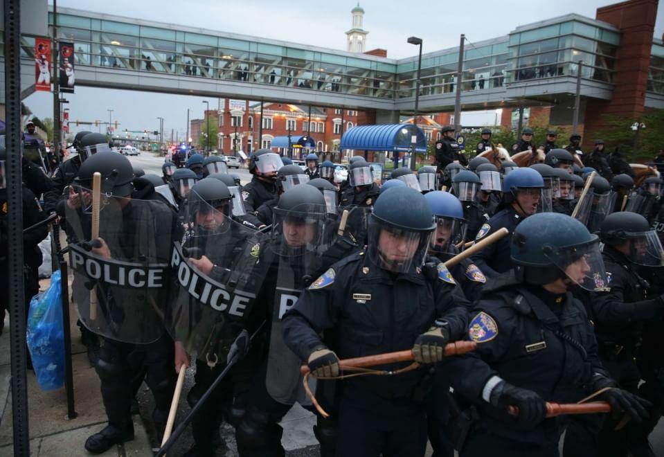 Baltimora, proteste per la morte dell'afroamericano Gray: scontri con la polizia
