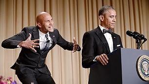 """Obama invita Luther sul palco il """"traduttore della sua rabbia""""    Foto La gag alla Casa Bianca"""