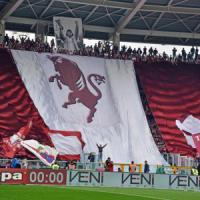 Follia e violenza a Torino, bomba carta allo stadio: undici feriti. Cinque arresti