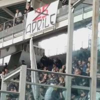Tifosi della Juventus espongono striscione contro il 25 aprile