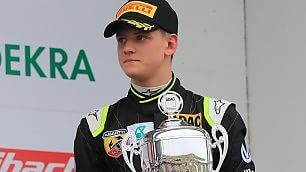Schumacher junior, prima vittoria    Leggi  - Trionfo in Formula 4    video