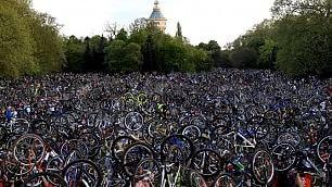 Bici verso il cielo: il maxi raduno per chiedere il rispetto dei ciclisti