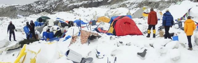 Nepal, 4100 vittime. Recuperati corpi 2 italiani    Fotoracconto   -   Video  Valanga travolge il campo