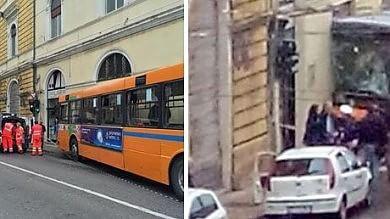 Ancona, autobus contro muro: 18 feriti  Nessuno è in pericolo di vita