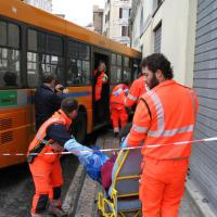 Ancona, autobus contro un palazzo: feriti i passeggeri