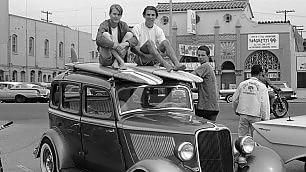 L'America sulla cresta dell'onda foto di Grannis leggenda del surf