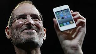 """Apple pensa a penna """"smart"""" l'era Jobs nel libro dei ricordi"""