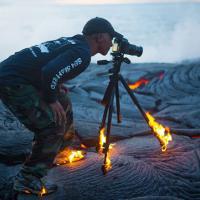 Contro fuoco, neve, gravità: fotografi pronti a tutto per uno scatto