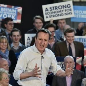 """Miliband come Iron Man contro le """"Cameronettes"""": la battaglia su Twitter per il voto dei più giovani"""