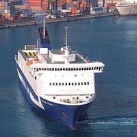 Nave italiana prende fuoco, salvi passeggeri ed equipaggio
