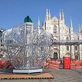 Una mela sfida il Duomo. Expo alla Pistoletto
