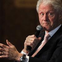 Paura per Bill Clinton, atterraggio d'emergenza in Tanzania