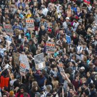 Baltimora, la protesta contro gli abusi della polizia dilaga nelle città americane