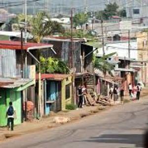 Costa Rica, quel ghetto di nicaraguensi tra lamiere e criminalità: i minori discriminati di La Carpio