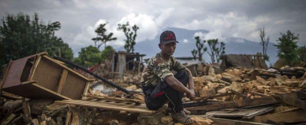 Nepal, oltre 6.600 morti: 2 miliardi di dollari per ricostruire. Recuperati corpi 2 speleologi italiani