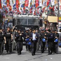Primo maggio, scontri in Turchia e Corea del Sud. A Weimar assalto neonazista al comizio