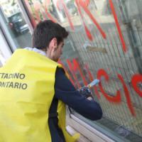 """I milanesi: """"Nessuno tocchi la nostra città"""". Strade e piazze ripulite dai volontari"""