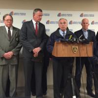 New York, poliziotto ferito alla testa da colpi di arma da fuoco