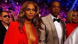 Pugni, dollari ed esagerazioni Beyoncé a bordo ring è da ko