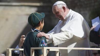 """Papa Francesco a Ostia: """"Pregate per me  sono un po' anziano e un po' malato""""   foto"""