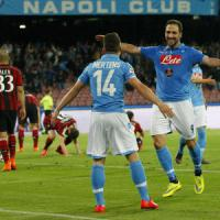 Napoli-Milan 3-0: azzurri più vicini alla Lazio, i rossoneri in dieci crollano