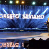 """La provocazione di Saviano ad """"Amici"""": un flashmob per leggere Dostoevskij"""