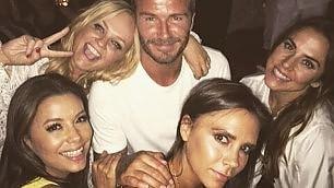 Beckham, bagni di sole e cammelli Festa 40 anni con le ex Spice  Girls   Foto  Tutti i look del golden boy