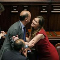 """Italicum, Bersani: """"Dissenso abbastanza ampio"""". Renzi: """"Impegno mantenuto"""""""