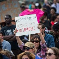 """Baltimora, ancora tensione. Fox News: """"Polizia spara a un afroamericano"""". Poi le scuse, un..."""