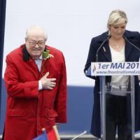 Marine Le Pen caccia il padre dal partito, lui la ripudia