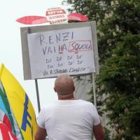 Sciopero della scuola, l'ironia in piazza di insegnanti e studenti