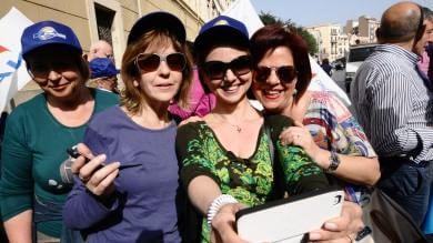 """""""Scuola, riforma ingiusta"""": prof in piazza Renzi: """"Dialoghiamo"""" /  liveblog   -   Foto"""