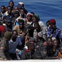 Trecento migranti soccorsi a 130 km dalla Calabria