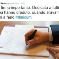 Italicum, Renzi twitta la sua firma sulla legge