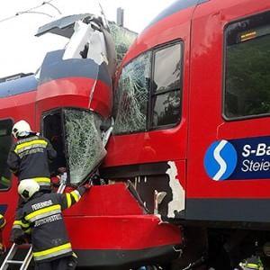 Austria, scontro tra treni: un morto e dieci feriti