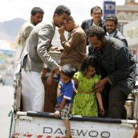 "Yemen, Houthi bombardano civili in fuga: 32 morti. Kerry: ""Discuteremo tregua con sauditi"""