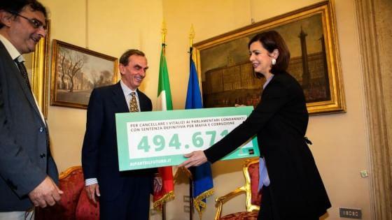 """Stop vitalizi agli ex parlamentari condannati. Grasso e Boldrini: """"È tempo di decidere"""""""