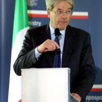 """Sbarchi, Gentiloni: """"Proposta italiana a Onu contro scafisti"""". Si decide il 18 maggio"""