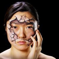 Il volto come tela, il body painting surreale di Hikaru Cho