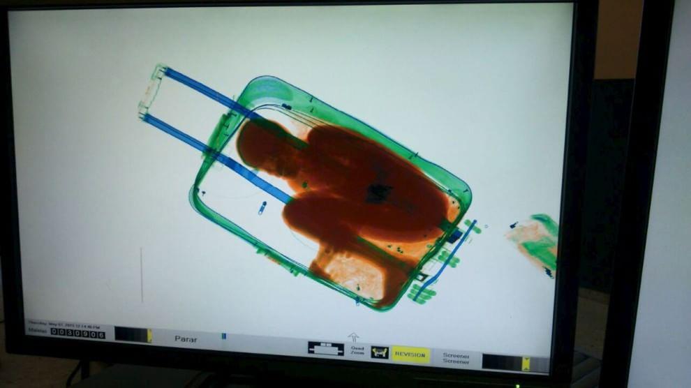 Immigrazione, bimbo di otto anni nascosto in un trolley a Ceuta