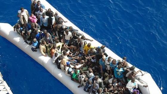 """Migranti, la svolta dell'Ue: """"Tutti gli Stati membri obbligati ad accoglierli sì all'asilo politico europeo"""""""