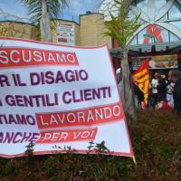 Auchan, la protesta contro i licenziamenti