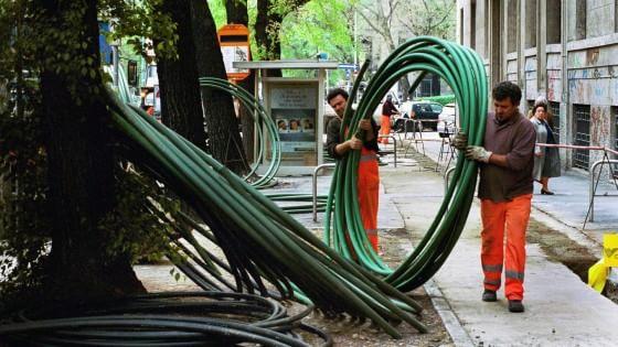 Il governo affida all'Enel le chiavi del progetto sulla banda ultralarga. Telecom messa all'angolo