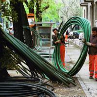 Il governo affida all'Enel le chiavi del progetto sulla banda ultralarga. Telecom messa...