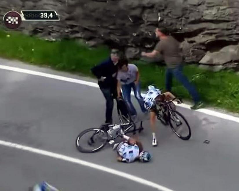 Giro d'Italia, caduta in discesa: che paura per Pozzovivo