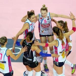 Volley donne, Novara vicina al primo scudetto. Uomini, grandi manovre nelle panchine