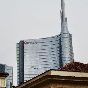 Unicredit guadagna 512 milioni nel trimestre, in linea con le attese