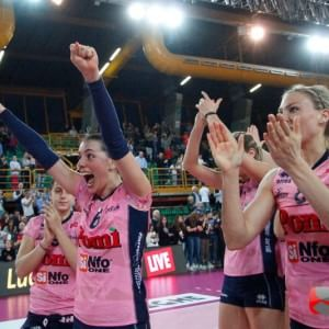 Volley donne, Casalmaggiore batte Novara: per lo scudetto si va alla bella